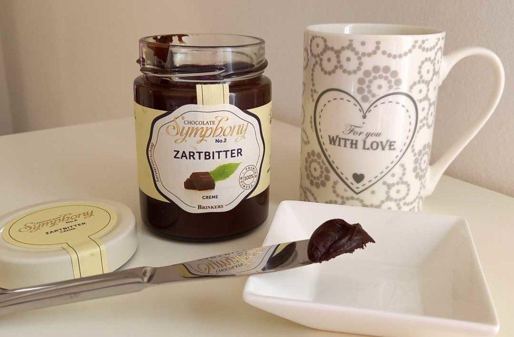 Schokoladenglas und Kaffeetasse